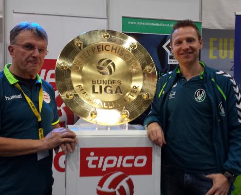 Heinz Pfaffenwimmer (rechts) mit Robert Ibertsberger (Sportlicher Leiter der Akademie Ried)
