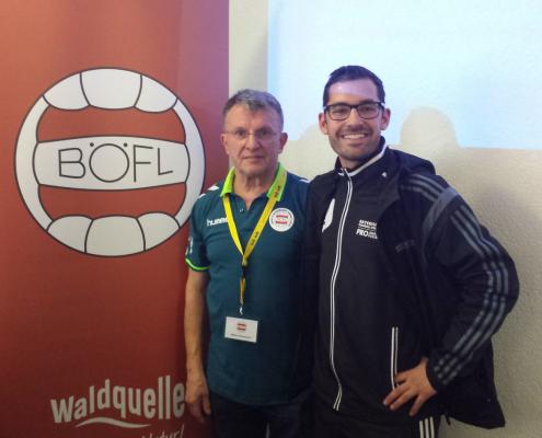 Heinz Pfaffenwimmer (links) und Tobias Bracht (Vorstand im Bayrischen Fußballverband und FC-Passau)
